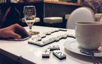 Как научиться правильно играть в домино