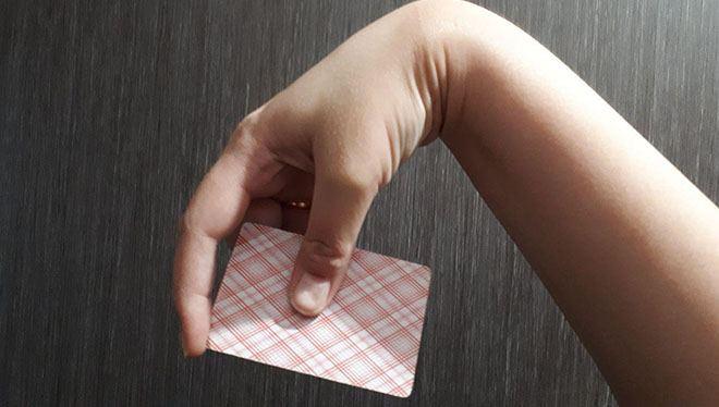 согните руку как для фрисби