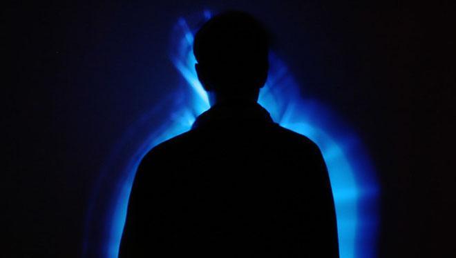синий силуэт человека
