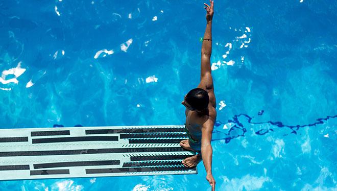 прыжок в воду с трамплина