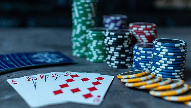 Можно ли играть с открытыми картами в покер в казино вулкан рулетка