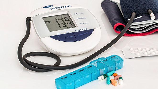 таблетки и измерение давления