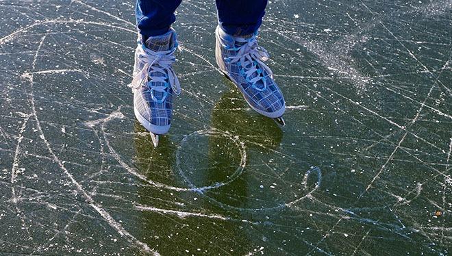 следы на льду от коньков