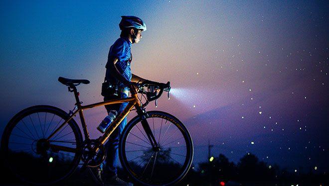 велосипедист ночью фонарь