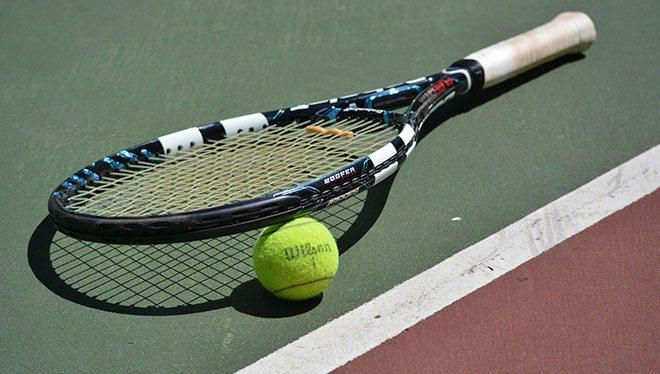 ракетка с мячиком теннисным