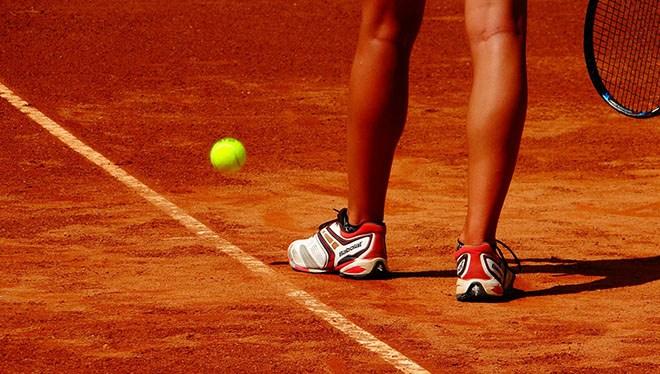 теннис за линией ноги