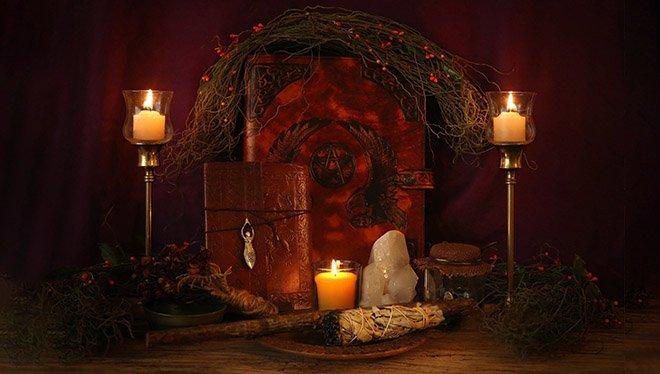 магические атрибуты свечи алтарь