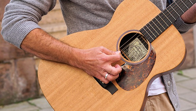правая рука на гитаре