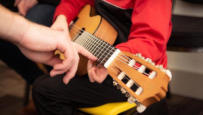 репетитор гитары обучение