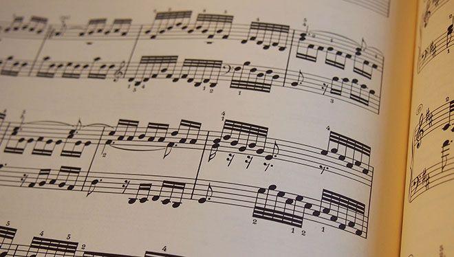 ноты в нотной тетради