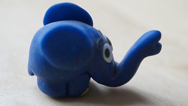 слоник из глины
