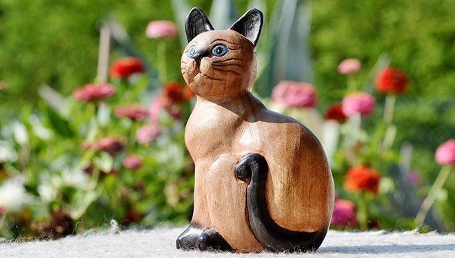 фигурка котика из дерева
